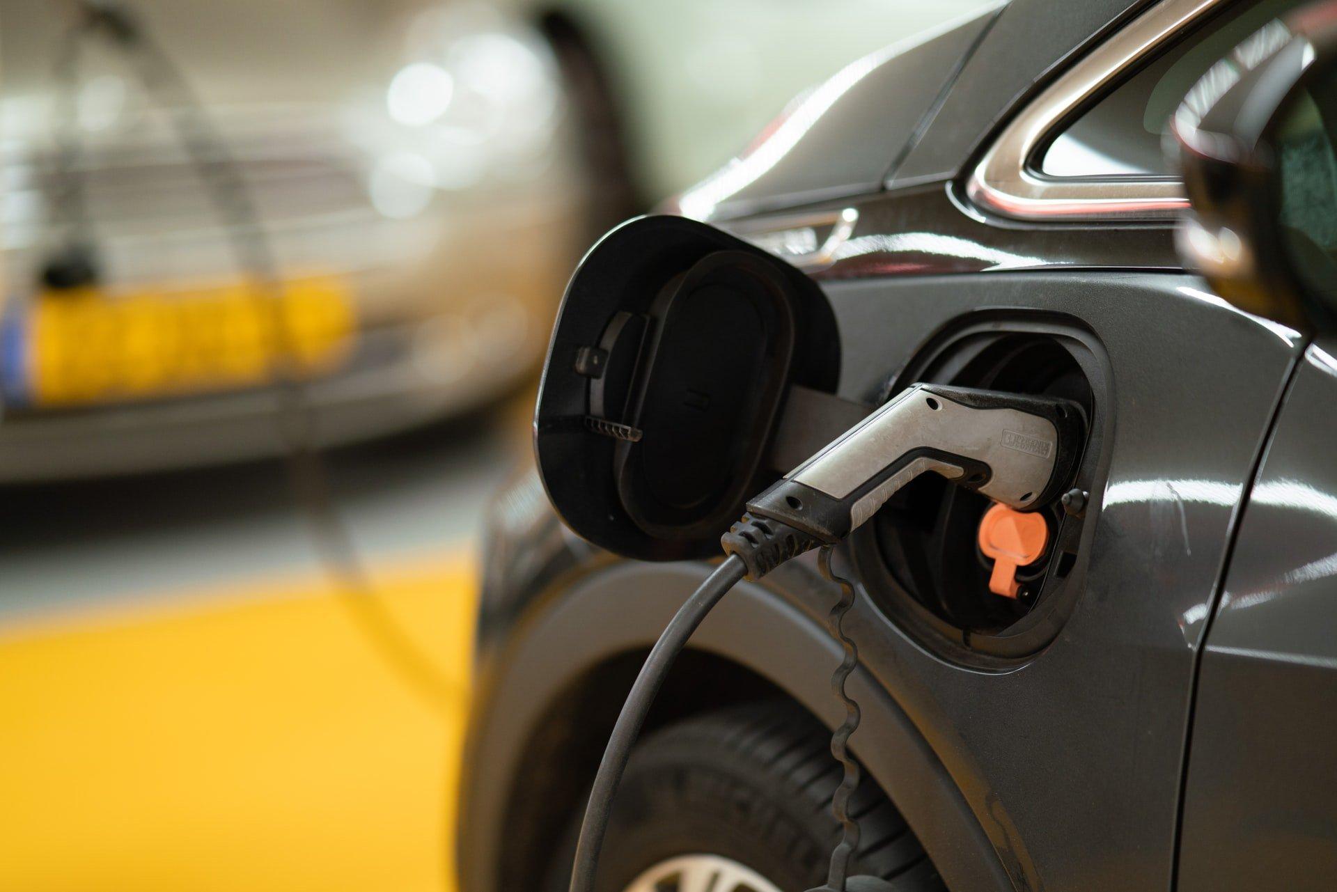 Alejandro Bustamante habla todo sobre los vehículos eléctricos